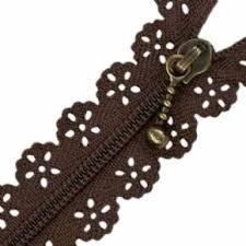 Cremallera marrón con puntilla de 15 cm