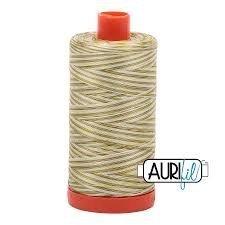 Hilo aurifil matizado verde(100% algodón)
