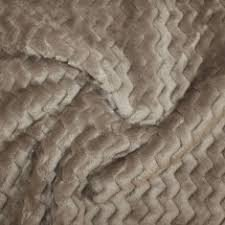 Tela de pelo en zig-zag color visón para hacer mantitas reversibles