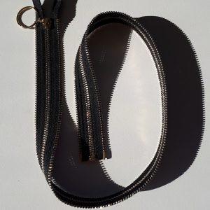 Cremallera negra con dientes dorados de 70 cm con separador