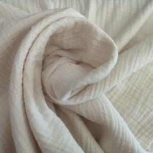 Bambula o gasa doble de color crema
