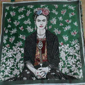 Frida sobre verde en cuadro de loneta de 49x49cm