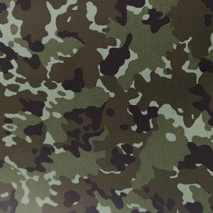 Tela con motivos de camuflaje en verdes de algodón hidrofugo y antibacteriano . TECNOSANI