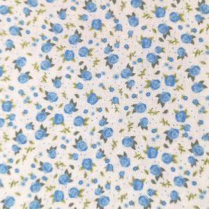 Florecitas en azulón sobre blanco