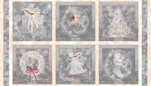 Tela de con motivos navideños en rojo, y blanco sobre gris de quilting treasures