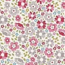 Flores medianas claras sobre fondo lila.Woodland.Tilda