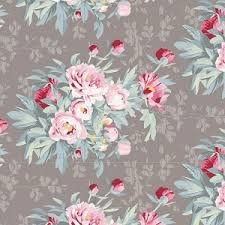 Flores pequeñas en rosa, rojo y gris con fondo claro .Woodland.Tilda