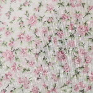 Tela trasera blanco con rositas en rosa