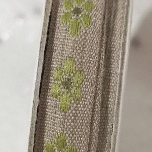 Rollo de cinta decorativa de piquillo en verde sobre naranja de 2m.